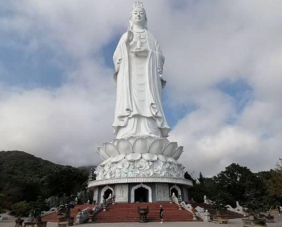 Thuê xe đi chùa Linh Ứng